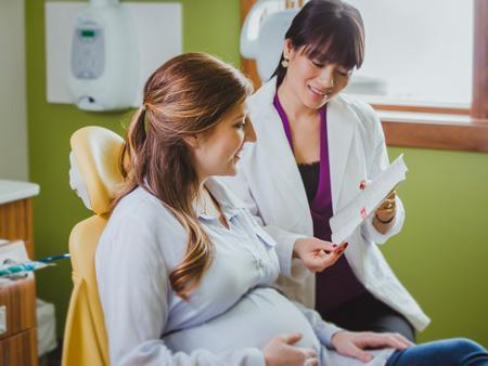 девушка на приеме у ортодонта