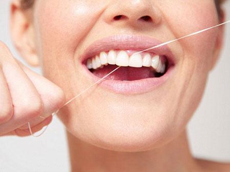 Правила использования нити для чистки зубов