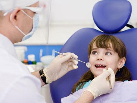 ребенок на приеме у ортодонта