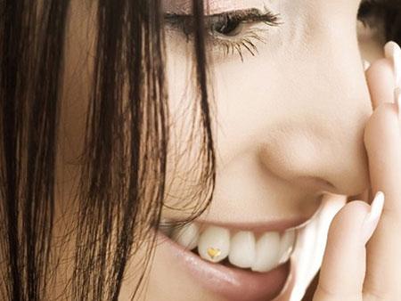 украшение сердечко на зубы