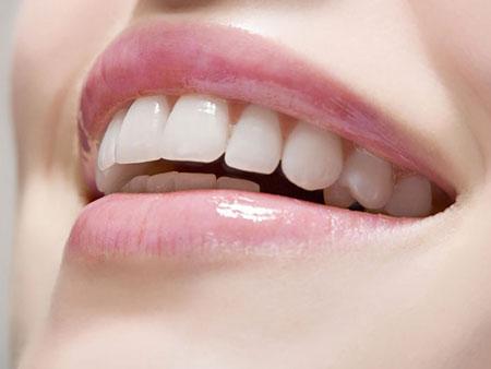 Применение перекиси водорода для отбеливания зубов