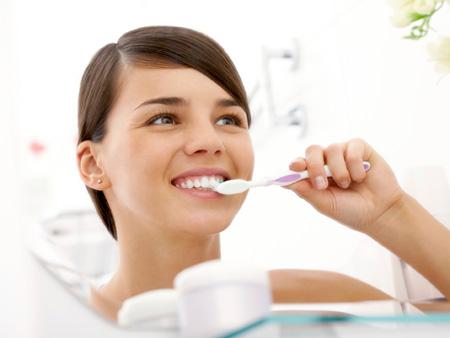 чистка зубов с маслом чайного дерева